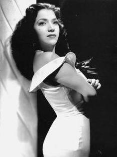 """María Victoria (1933) Es más conocida por su personaje de """"Inocencia"""" en """"La criada bien criada"""". Es una de las estrellas de la Época de oro del cine mexicano"""