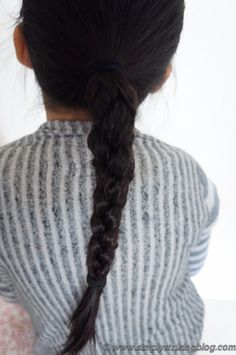 Tutorial: How to do a square braid. Very cool 3D braid where the edges around the braid feels squared off.