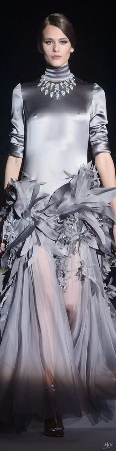 Stéphane Rolland at Couture Spring 2018 Stephane Rolland, Spring Couture, Haute Couture Fashion, Grey Fashion, Women's Fashion, Fashion Weeks, French Fashion Designers, Asymmetrical Design, 50 Shades Of Grey