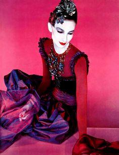 SERGE LUTENS Makeup designer and brand makeup Artist luxurydotcom Red Fashion, Colorful Fashion, Couture Fashion, Vintage Fashion, Yamaguchi, Geisha, Serge Lutens Makeup, Artist Makeup, Pierrot Clown