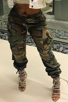 We Offer Top Good Quality Cheap Clothes For Women And Men Clothing Wholesaler, Get Affordable Clothing At Worldwide. Camo Jeans Outfit, Red Vans Outfit, Camo Outfits, Dope Outfits, School Outfits, Casual Outfits, Apple Shape Fashion, Camouflage Shorts, Camo Fashion
