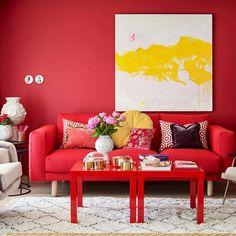 Granateple FR1189. Fargen er en knallrød farge. Den spruter av energi og har masse passion. #ÅretsFarge2017#Rød#stue#Rødt#kombinasjoner#Fargekart#Fargerike#fargerikt#inspirasjon#stue#bord#sofa#red#livingroom#table#inspiration Room Paint Colors, Paint Colors For Living Room, Valentines Day For Him, Red Sofa, Colorful Interiors, Love Seat, Couch, Colours, Painting