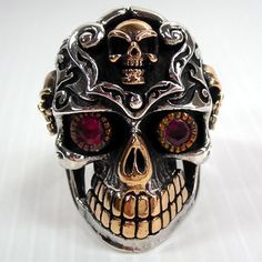 The brand new ruby eyes sterling silver designer skull ring is the ideal piece of jewel for young and passionate men. The ring is made up of pure sterling silver with three small skull and teeth made up of pure gold. The ring marks purity and auth Gothic Wedding Rings, Skull Wedding Ring, Skull Engagement Ring, Wedding Band, Argent Sterling, Sterling Silver Rings, Emerald Green Stone, Sugar Skull Jewelry, Small Skull