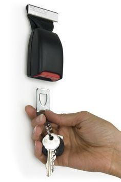 Great automobile repurposing! Belt buckle key holder #home #cars #decor