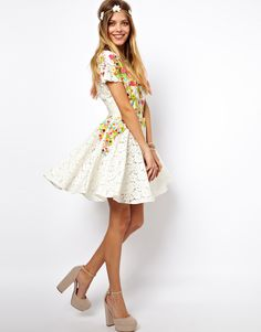 Release your inner flower-child with this bohemian dress by the British designer ASOS. It fun and flirty and perfect for any formal occasion. Pair it with glittery stockings in the wintertime, and you are set to go own the night. Skater Dress, Dress Skirt, Floral Lace Dress, Asos Dress, Playing Dress Up, Everyday Fashion, Passion For Fashion, Beautiful Outfits, Style Inspiration