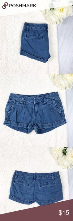 American Eagle Navy Twill Shorts American Eagle Navy Twill Shorts Size 00 Good Used Condition Double clasp and button Perfect for summer!  Feel free to ask for measurements!   MAKE AN OFFER! American Eagle Outfitters Shorts