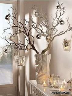 These 20 DIY home decorating ideas with spray cans bring color to .- Diese 20 DIY Wohndeko-Ideen mit Spraydosen bringen Farbe in dein Leben! DIY home decor ideas with spray cans, sprinkle branches, fall decoration, winter decoration for Christmas - Magical Christmas, Noel Christmas, Outdoor Christmas, Christmas Ornaments, Christmas Balls, Christmas Branches, Christmas Crafts, Beautiful Christmas, Christmas Landscape