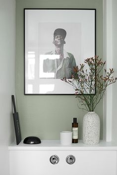 Color Now NIna Bruun painted her walls with Color Now colours -Serpentiini Grey Wall Color, Wall Colors, Colours, Interior Design Inspiration, Color Inspiration, Interior Ideas, Grey Painted Walls, Paint Walls, Bauhaus Furniture