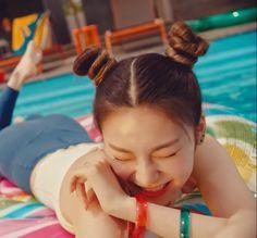 Kpop Girl Groups, Korean Girl Groups, Kpop Girls, I Love Girls, Cool Girl, Loona Kim Lip, Beautiful Asian Girls, New Girl, South Korean Girls