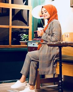 Source by catherineFSmith Outfits hijab Modest Fashion Hijab, Modern Hijab Fashion, Casual Hijab Outfit, Hijab Chic, Abaya Fashion, Muslim Fashion, Fashion Outfits, Casual Outfits, Hijab Mode Inspiration