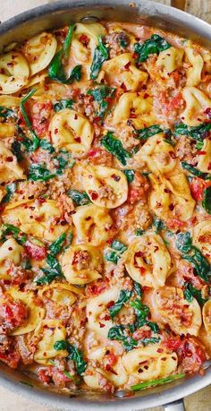 Creamy tortellini with sausage, spinach, tomatoes and mozzarella - creamy tortelli . - Creamy tortellini with sausage, spinach, tomatoes and mozzarella – Creamy tortellini with sausage - Pork Chop Recipes, Soup Recipes, Cooking Recipes, Healthy Recipes, Chicken Sausage Recipes, Sausage Dinner Recipes, Lasagna Recipes, Bread Recipes, Cabbage Recipes
