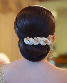 """ถูกใจ 103 คน, ความคิดเห็น 1 รายการ - LINE : NUT_APIPOO (@nut_apipoo) บน Instagram: """"HAIR BY ME @nut_apipoo #hair #hairfashion #bride #wedding #hairbride #hairwedding #ช่างผม…"""""""