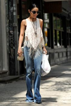 look vanessa hudgens calça jeans blusa de franja
