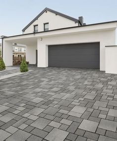 Renzo Pflaster Zufahrt Renzo pavement access road Renzo pavement driveway The post Renzo pavement driveway appeared first on terrace ideas. Small Backyard Patio, Gravel Patio, Backyard Patio Designs, Patio Ideas, Patio Decorating Ideas On A Budget, Curved Patio, Garden Paving, Patio Roof, Driveway Design