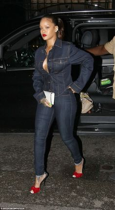 Flying solo: Rihanna chose to party without the Toyota heir on Wednesday night, as she made a coy exit from exclusive Mayfair members' hotspot The Arts Club. Rihanna Street Style, Mode Rihanna, Rihanna Riri, Denim Fashion, Look Fashion, Fashion Outfits, Womens Fashion, Classy Fashion, Hijab Fashion