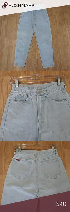 Junior Cropped High Waist Vintage Jordache 9 Jeans Junior Vintage High Waist Vintage cropped zipper jeans. Skinny leg. Size 9/10. 13 in flat waist and 12 in rise and 18 flat across hips. These are amazing! 24 in inseam Jordache Jeans Skinny