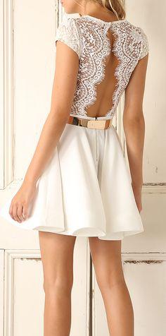 Blanco y encaje a más no poder. Este verano nos podemos vestir de novia boho para cualquier fiesta.