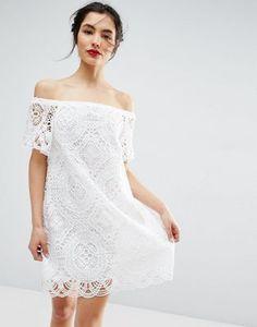 Кружевное платье с открытыми плечами ASOS PREMIUM