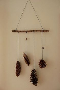 60 Simple & Creative Ideas to Use Wood Branches into Your Home Decoration Nature Crafts, Fall Crafts, Diy And Crafts, Crafts For Kids, Arts And Crafts, Christmas Time, Christmas Crafts, Christmas Decorations, Simple Christmas