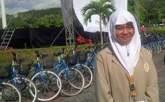 Rifan Financindo– Namanya, Nida Aqidatus Solimah. Usianya baru 15 tahun. Namun, Nida sudah menyandang status sebagai mahasiswa di Universitas Gadjah Mada (UGM), Yogyakarta. Bahkan, dia menja…