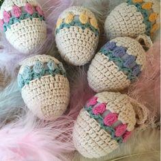 Free pattern & tutorial @ Ekte Lykke: Tulip Easter Egg, thanks so xox ☆ ★   https://uk.pinterest.com/peacefuldoves/