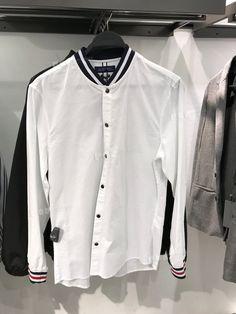 2018SSShanghaiMenswear Top ShirtZara.smart casual.stripe. Boys Shirts, Sports Shirts, Korean Fashion Men, Mens Fashion, Knit Shirt, Shirt Dress, Mens Designer Shirts, Casual Shirts, Denim Shirts