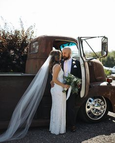 A magical barn wedding in Caledonia, Ontario, featuring our Elsa gown. New post up on our Real Weddings blog! #THEIA  #weddingwednesday #realwedding #theiabridal #barnwedding 📷: @lauramayphoto