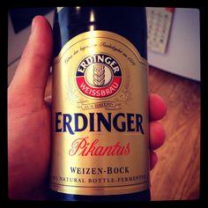 È la tipica birra di frumento bavarese, prodotta dall'omonima Brasserie secondo il disciplinare emanato in Baviera nel 1516. Per oltre due secoli le famiglie reali bavaresi ebbero il monopolio della produzione e le birrerie di corte divennero il luogo in cui se ne studiavano e perfezionavano i metodi di preparazione. Il marchio Erdinger Weissbier è ancora oggi sinonimo della tipica birra di Baviera.
