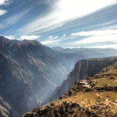 In the north-Eastern region of #Arequipa you can find the #Colca #Canyon, with a length extension of 100 km. The visitors can not miss  the espectacular #sunrise, in which you can observe the flight of about 20 #condors.  // En el extremo nor-oriental de la región de Arequipa se puede encontrar el Valle del Colca, con una extensión de 100 km de largo. Quienes lo visitan no pueden perderse el espectacular #amanecer, en el cual se puede observar el vuelo de, aproximadamente, 20 #cóndores.