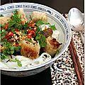 Il y a peu avec Joëlle et Véro nous avons eu la chance d'apprendre à cuisiner le bo bun. Quand nous avons appris à cuisiner thaï, Moo...