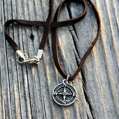 accessories necklace How to Wear Mens Jewelry Simple Necklace, Men Necklace, Fashion Necklace, Fashion Jewelry, Compass Necklace, Mens Leather Necklace, Jewelry Gifts, Gold Jewelry, Jewelry Necklaces