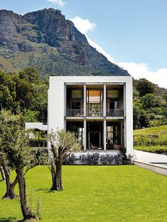 Modern cube house with majestic mountain views in South Africa by architect Henri Comrie