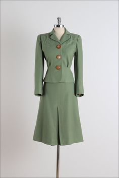 1940s Sage Shadow olive geen wool suit with acetate lining