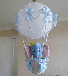 Would totally do this, too cute! Dumbo in A Hot Air Balloon light-lamp shade for baby boy nursery Baby Shower Parties, Baby Shower Themes, Baby Shower Gifts, Shower Ideas, Baby Showers, Balloon Lights, Hot Air Balloon, Dumbo Nursery, Girl Nursery