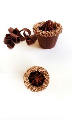 Copinho de chocolate com recheio de nutella.