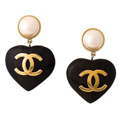 Chanel Vintage CC logo heart clip on earrings ($2,819) ❤ liked on Polyvore featuring jewelry, earrings, chanel, metallic, clip on earrings, vintage clip earrings, vintage clip on earrings, earring jewelry and vintage heart jewelry