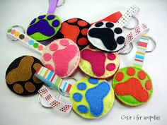 Felt Keyring, Embroidery 3d, Craft Patterns, Christmas Ornaments, Holiday Decor, Diy, Crafts, Jewlery, Black