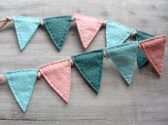 Felt bunting, easy to make & perfect for a baby shower gift!