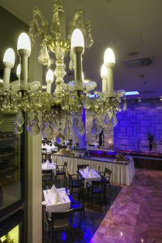 Restaurant Radicchio Atrium, Vienna Hotel, Best Rated, Chandelier, Restaurant, Ceiling Lights, Table Decorations, Home Decor, Contemporary Design