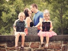 These 24 sibling pregnancy announcements are so cute, and so creative! They are great picture ideas to announce a pregnancy using older siblings! Schwangerschaft Ankündigung Geschwister 24 Adorable Sibling Pregnancy Announcements - Life With My Littles Third Baby Announcements, Creative Pregnancy Announcement, Baby Announcement Pictures, Pregnancy Announcement Photos, Pregnancy Photos, Pregnancy Test, Third Child Announcement, Paleo Pregnancy, Pregnancy Nausea
