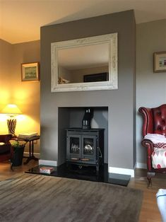 Winter inspirations for a green living room - HomeCNB Farrow And Ball Living Room, Living Room Green, My Living Room, Home And Living, Living Room Decor, Chimney Decor, Chimney Breast Decor, Chimney Breast Ideas, Elephants Breath