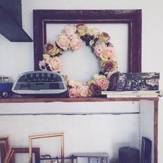 décoration d'étagère avec des objets anciens , shelves decoration with vintage stuffs