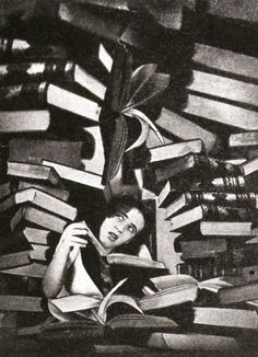 Dreams of Inexperience for Idilio Magazine by Grete Stern, 1950 Photography Projects, Artistic Photography, Art Photography, Photomontage, Grete Stern, People Reading, I Love Books, Pictures To Paint, Black And White Photography