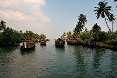 Un laberinto de lagos y casas flotantes en Kerala (India)
