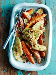 Roasted potatoes and carrots with mustard and bacon - Healthy Food Mom Healthy Snacks, Healthy Eating, Healthy Recipes, Roasted Potatoes And Carrots, Smoked Bacon, Gourmet Recipes, Food Print, Stuffed Peppers, Meals