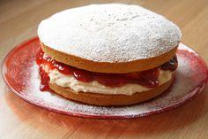 Floral Frosting: Easiest Victoria Sponge Cake