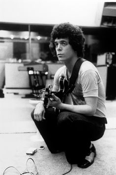 Lou Reed, influential US singer-songwriter and founder member of Velvet Underground, dies aged 71. ☚