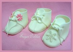 Easy sugarpaste booties by Jen Dontz
