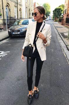 Mode femme casual chic : pantalon similicuir, petit pull noir, blazer beige et mules Gucci fourrure Source by alwinameng blazer Cream Blazer Outfit, Blazer Off White, Blazer Outfits Casual, Blazer Outfits For Women, Look Blazer, Blazers For Women, Jackets For Women, Clothes For Women, Blazer Jacket