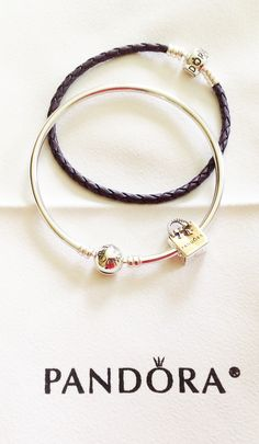 I just got my first bangle bracelet with this cute Pandora charm, Me encanta ! Ita Ita